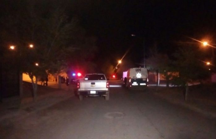 Acribillan a pareja de masculinos en Juárez, uno pierde la vida
