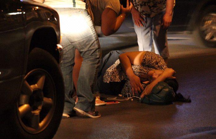 Mujer es atropellada por pick up en la José María Iglesias