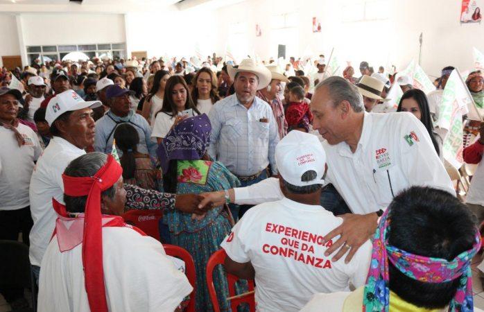 Impulsará Reyes Baeza cooperativas textiles para Carichí