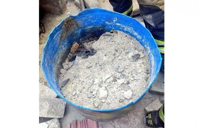 Hallan cuerpo en tambo sellado con cemento en Cdmx