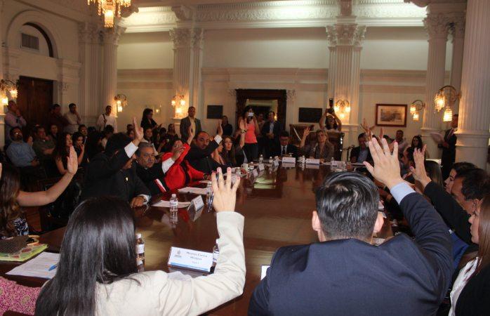 Vota La Maru en cabildo por exhorto contra Corral