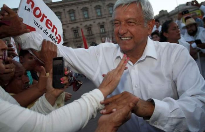 Llegan Amlo y Corral juntos a foro de la pacificación en Juárez