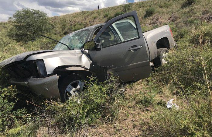 Le roban vehículo en Los Pinos y aparece volcado en Santa Isabel