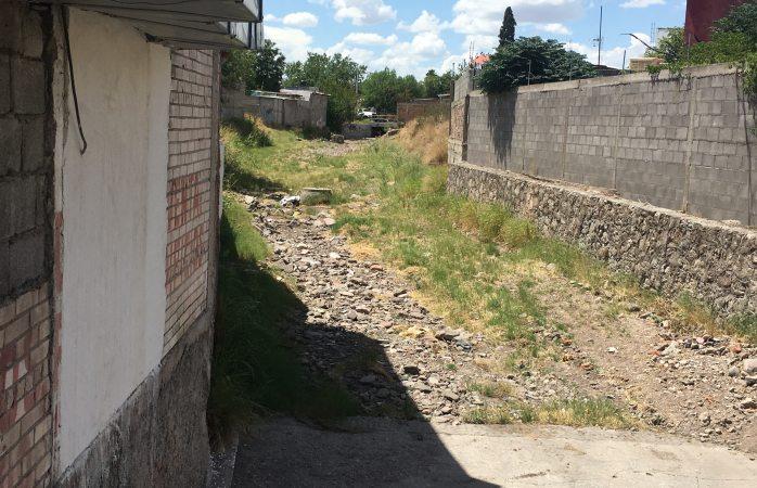 Solicitan autoridades evitar tirar desechos en arroyos