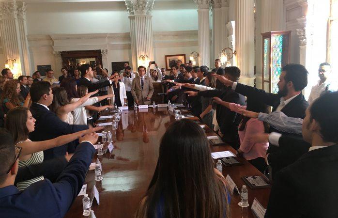 Toman protesta integrantes del nuevo Cabildo Joven