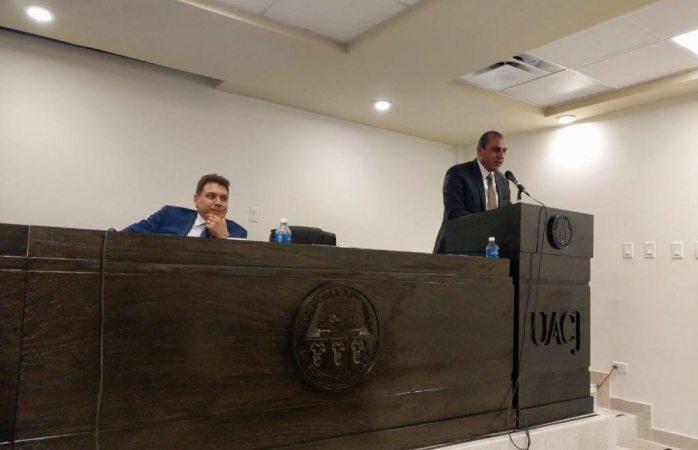 Imparte presidente del Tsj conferencia magistral en la Uacj