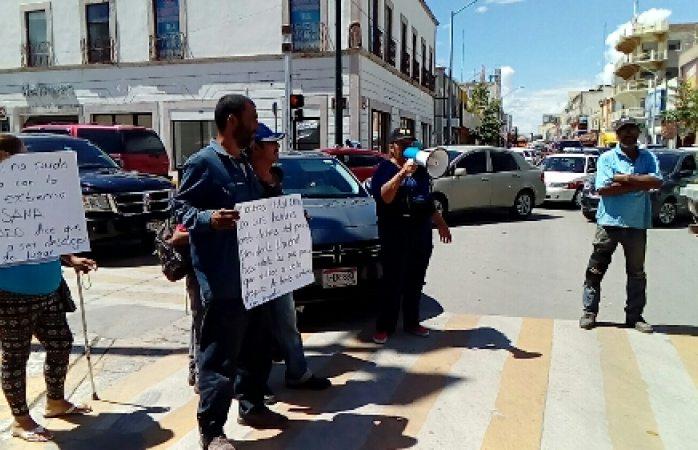 En protesta bloquean crucero en el Centro