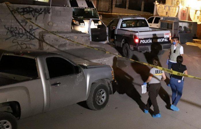 Tiran en la calle otro cuerpo vestido de mujer en Juárez