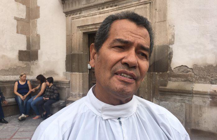 Expresa Padre Negris buenos deseos por el nuevo ciclo escolar