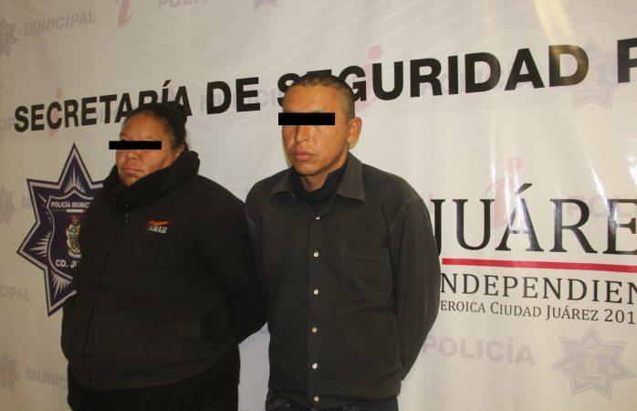 Detienen a 2 por prender fuego a auto en Juárez