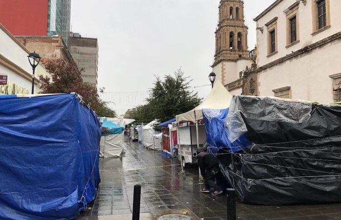 Llegan más carpas a La Liber pese a lluvia y frío