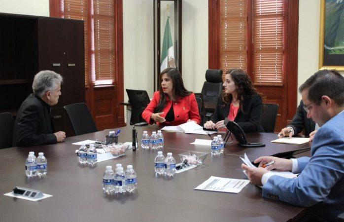 Revisa diputada con coordinador estatal avances en teleférico de Parral