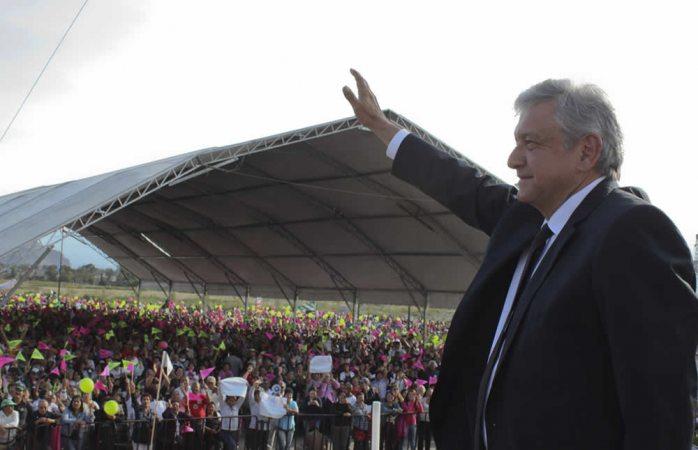 Convoca López Obrador a mejorar la educación