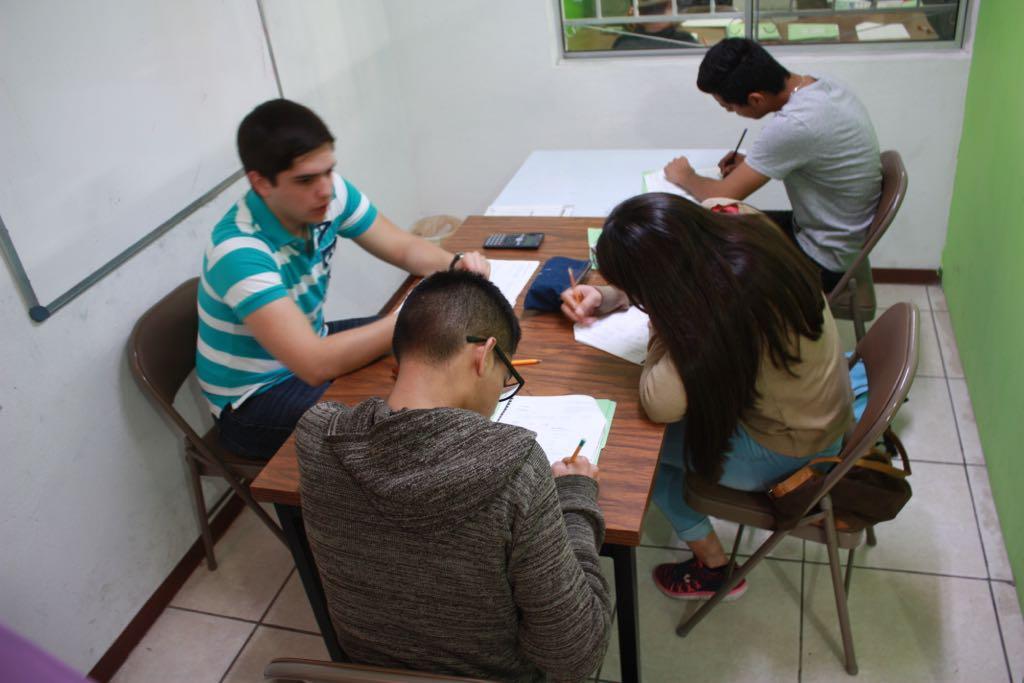 ¿Su hijo va presentar examen de admisión  Secundaria, Bachillerato o Profesional? Nosotros los preparamos