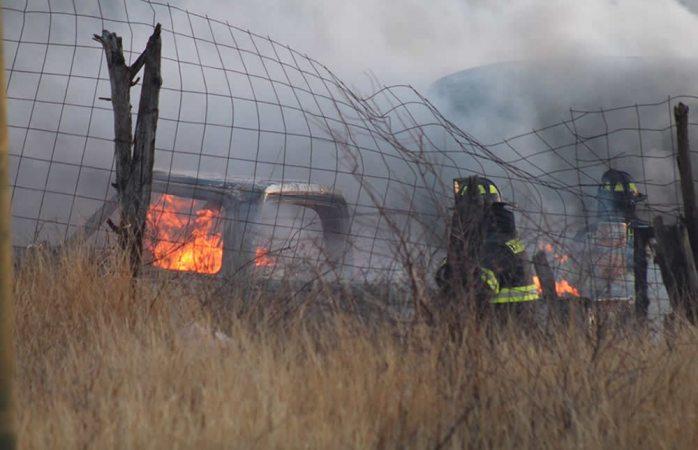 En Vivo: Incendio de pastizal consume pick up y camión en la Díaz Ordaz