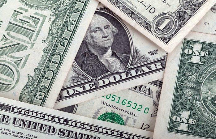 Dólar estable en casas de cambio