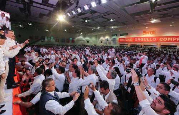 Aprueban reforma en el SNTE para reelegir a Díaz de la Torre