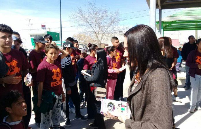 Platican con vecinos de Riberas del Bravo IV sobre la violencia contra la mujer