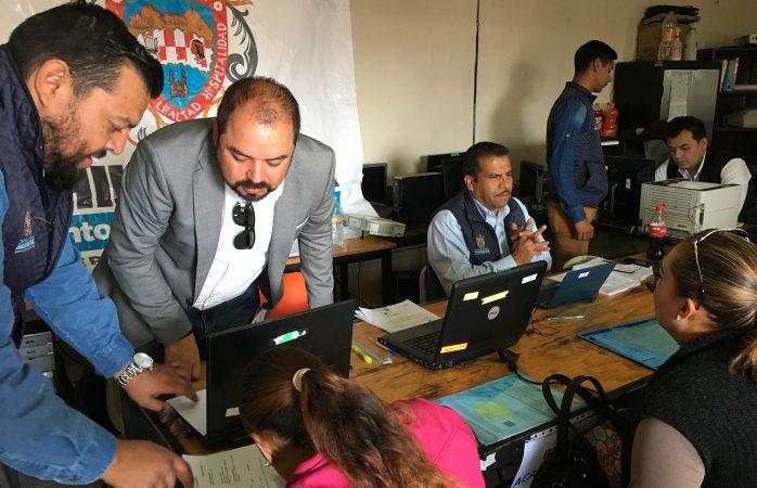 Reciben documentos para becas en zona rural