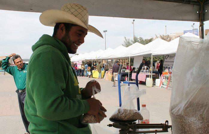 Venden productores de frijol solo 5 de 3 mil toneladas en plaza del Ángel
