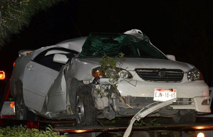 Pierde control de auto y se impacta en la avenida Dostoievski