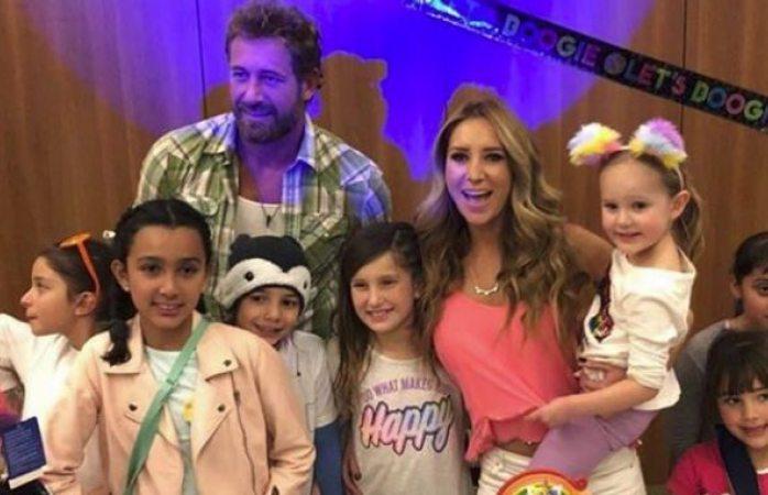 Geraldine Bazán y Gabriel Soto vuelven a estar juntos por sus hijas