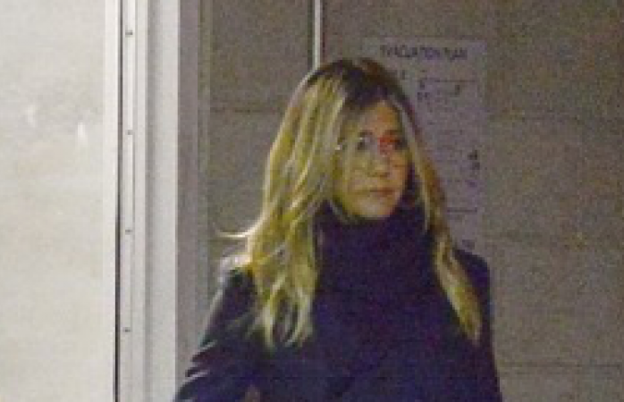 Captan a Jennifer Aniston triste y afligida