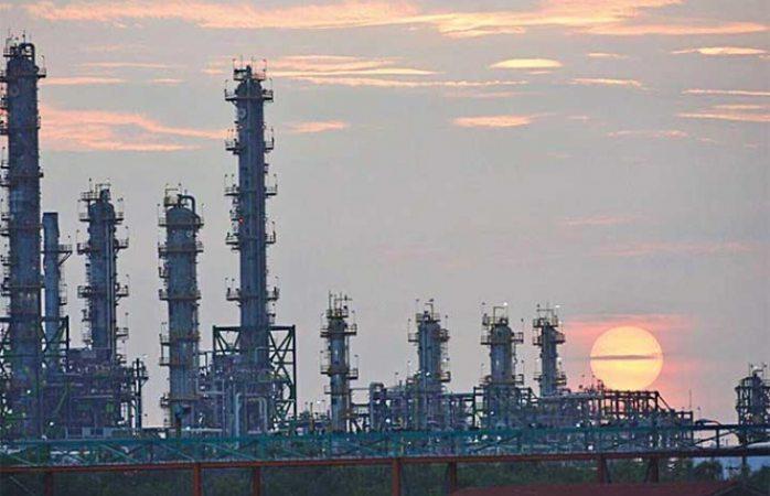 México importa 75% de gasolina