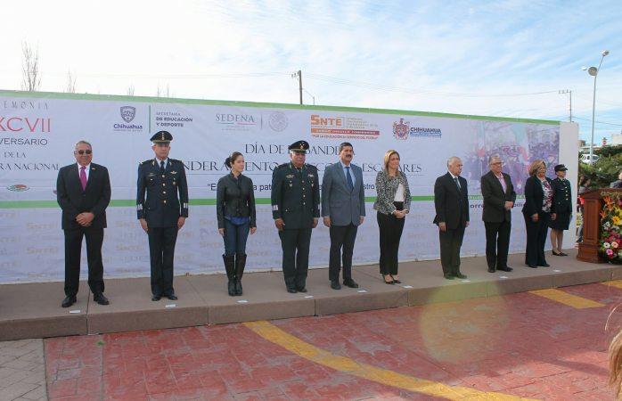 Conmemoran el 197 aniversario  de la bandera mexicana