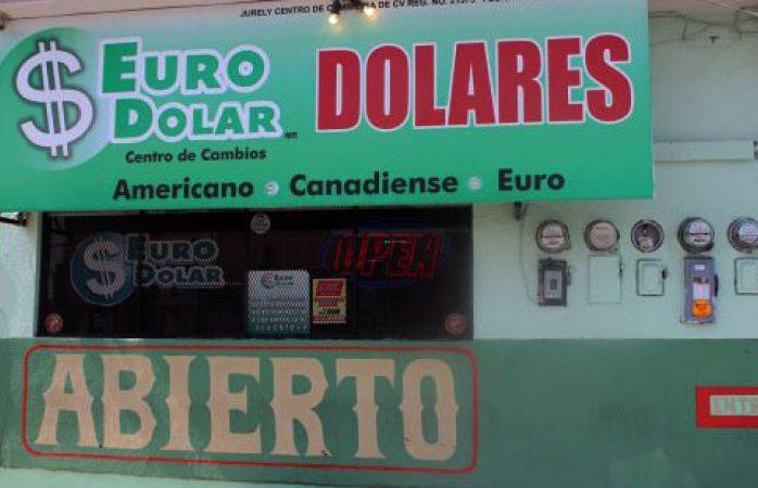 Sube dólar en bancos, se mantiene en casas de cambio