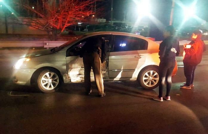 Choque en la avenida Homero deja una mujer con lesiones leves