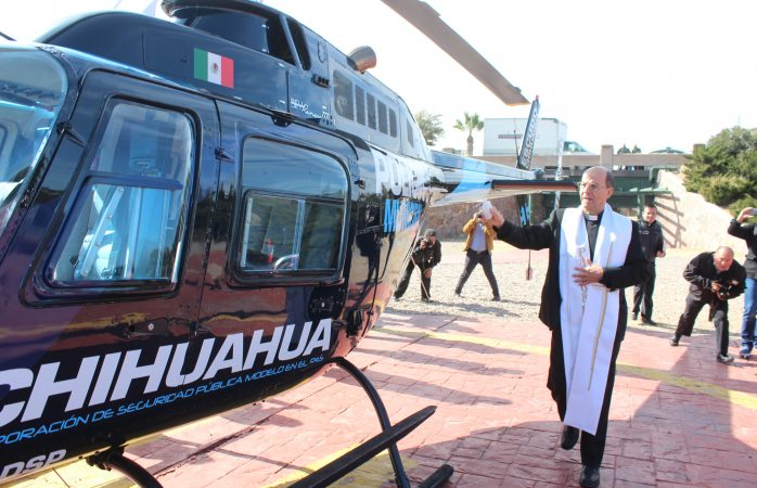 Bendice arzobispo helicóptero de la policía municipal