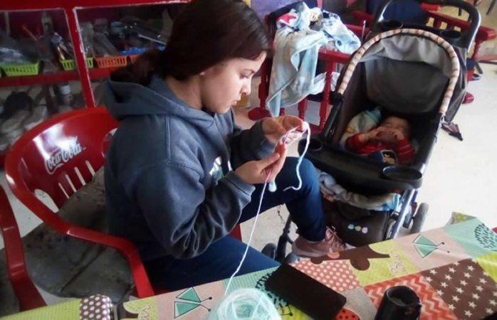 Brindan taller de tejido a madres de Delicias para el autoempleo