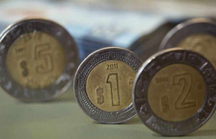 Peso extiende apreciación tras encuestas que dan triunfo a AMLO