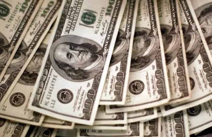Cierra el dólar en 18.92 pesos