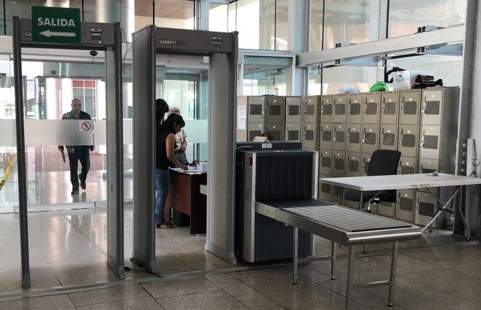 Obligan a firmar a visitantes del TSJ para poder entrar