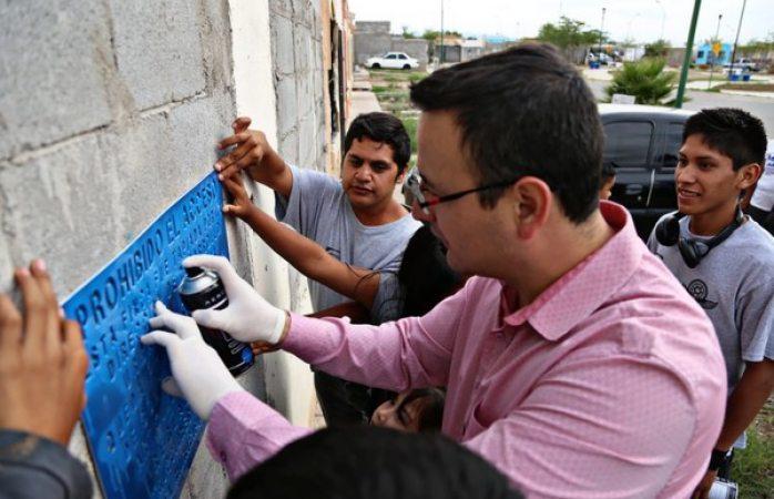 Participa Alcalde en intervención vecinal en fincas abandonadas en Punta Oriente