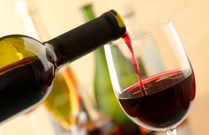 Comerciantes vendían otro líquido como si fuera vino francés