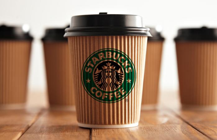 Starbucks dará una recompensa de 10 mdd a quien logre hacer vasos ecofriendly