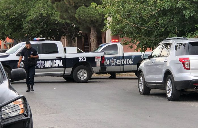 Dejan granada frente a oficinas de La Opción de Juárez