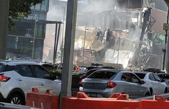 Colapsa parte de plaza en Cdmx