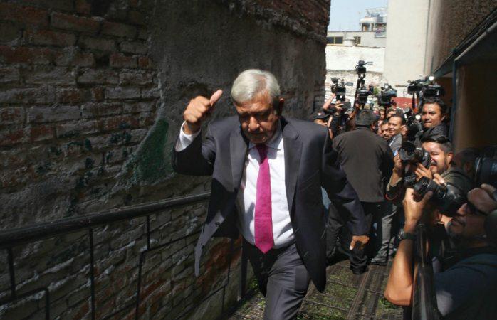 Amlo advierte a funcionarios de Morena que no permitirá actos de corrupción