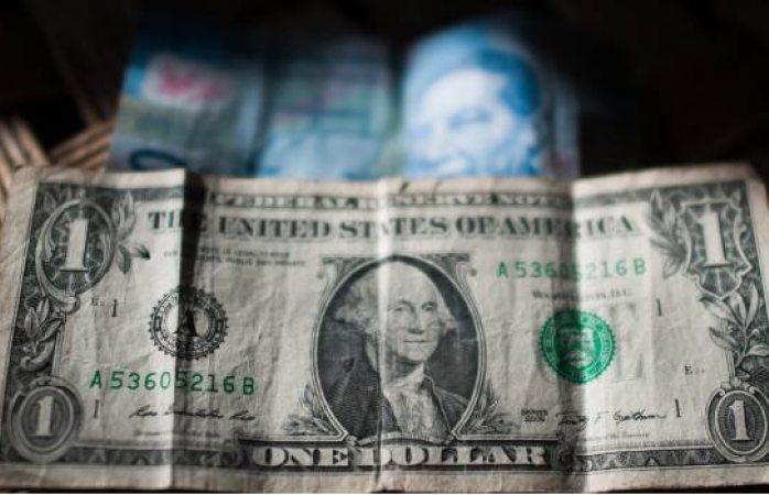 El dólar baja a 19.15 pesos por unidad