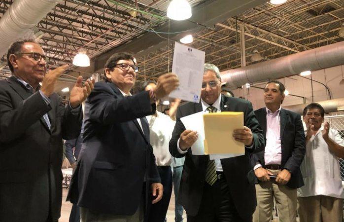 Recibe Mocken constancia de mayoría y es ya alcalde electo