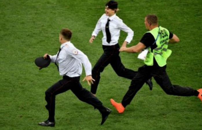 El grupo Punk ruso Pussy Riot, hicieron enojar a Putin en la final del mundial