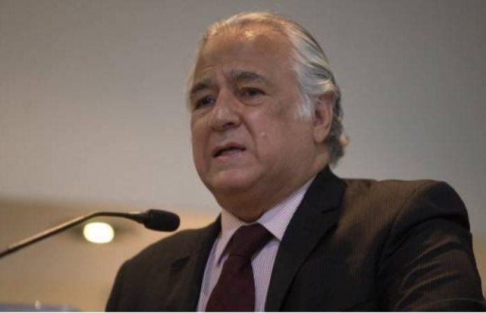 Torruco invita a funcionarios a volverse empresarios si no quieren que les bajen el sueldo