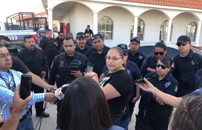 Esposa de agente estatal asesinado exige destitución de mandos en Juárez