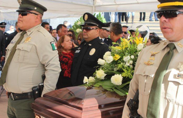 No estará Corral en honras a policías muertos