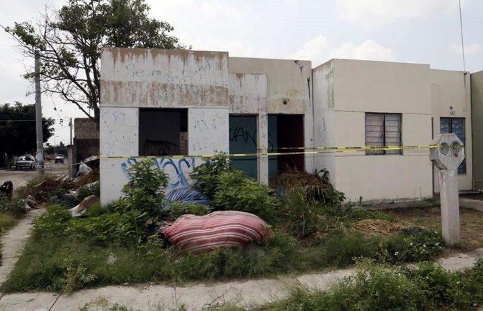 Localizan seis cuerpos en fosa clandestina de Jalisco