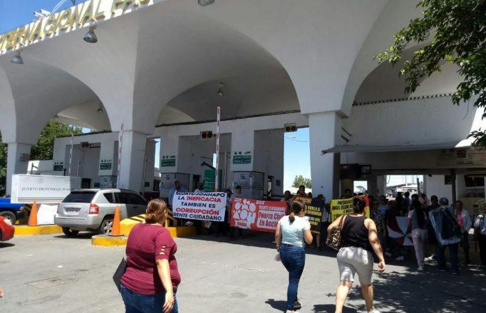 Manifestantes bloquean el puente santa fe; dejan un solo carril